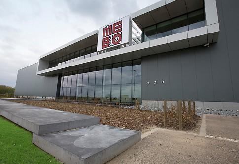 Bouwen aan Vlaanderen: 'Mebo blikvanger langs E17 – ruime nieuwbouw voor snelle groeier'